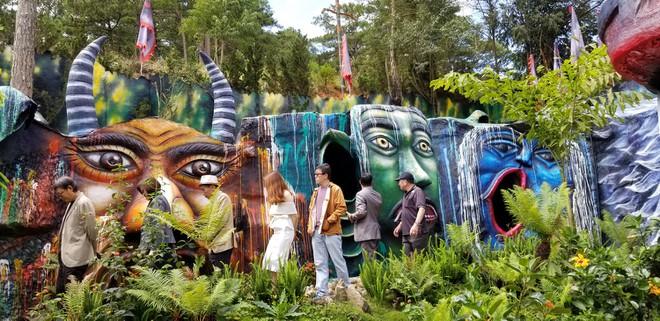 Khu du lịch Quỷ Núi ở Lâm Đồng gây tranh cãi vì nhiều tượng quái dị